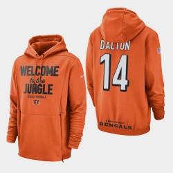 Männer Cincinnati Bengals und 14 Andy Dalton Sideline Lockup PulloverHoodie - Orange