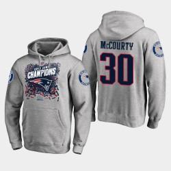 Männer New England Patriots und 30 Jason McCourty Super Bowl LIII Champion Trophy PulloverHoodie - Grau